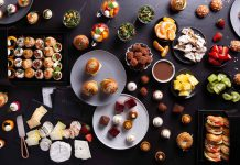 מחפשים פתרון טעים, מרשים וקל לכיבוד לאירוע ביתי? מגשי אירוח!